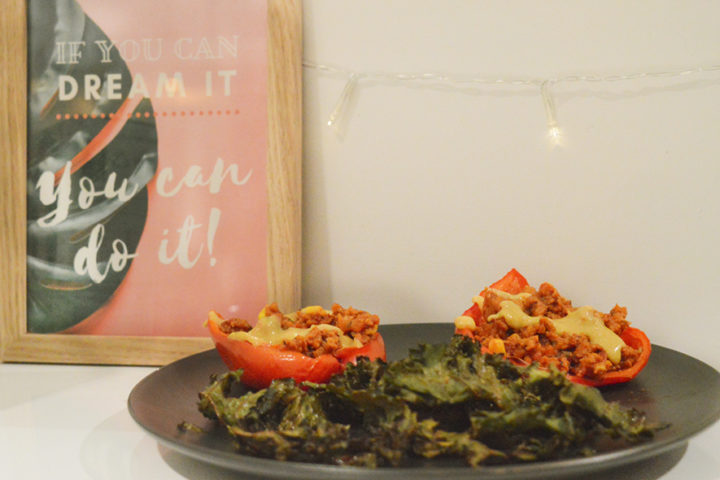 Vegan stuffed peppers with kale chips